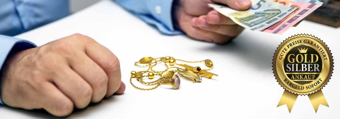 Juwelier beim Ankauf