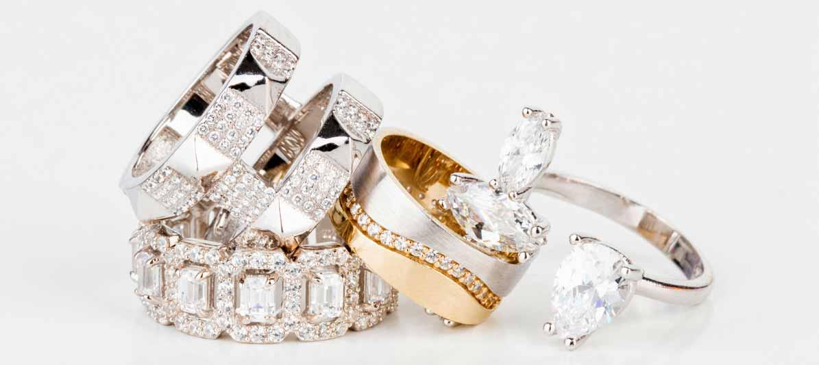 Schmckstücke aus Silber und Gold