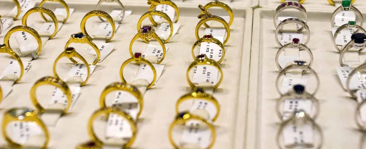 Goldene Trauringe in einer großen Auswahl